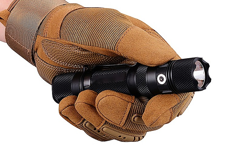 E9R-G4 -2550 Lumen Flashlight
